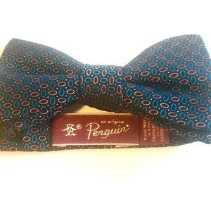 Penguin: patterned bow tie OS